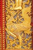 在泰国寺庙教会门的蚀刻 免版税库存照片