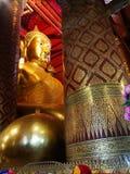 在泰国寺庙的泰国菩萨雕象 免版税库存照片