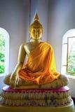 在泰国寺庙的美丽的佛教雕象 库存照片