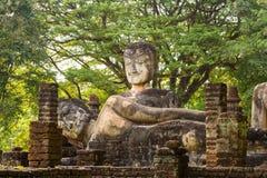 在泰国寺庙的老菩萨雕象 免版税库存图片