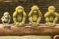 在泰国寺庙的4只猴子雕象 免版税图库摄影