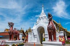 在泰国寺庙的Signha 免版税图库摄影