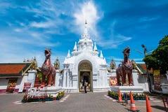 在泰国寺庙的Signha 免版税库存照片