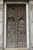 在泰国寺庙门的ฺBuddha雕塑 免版税图库摄影