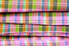 在泰国布裙的五颜六色的宏观样式背景 免版税库存图片