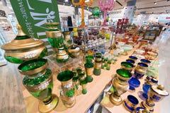 在泰国模范购物中心,曼谷的五颜六色的玻璃器皿 免版税图库摄影