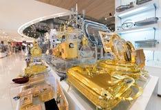 在泰国模范购物中心,曼谷的金黄点心器物 免版税库存图片
