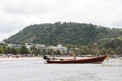 在泰国海滩的小船 库存照片