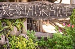 在泰国海滩的餐馆标志 免版税库存图片