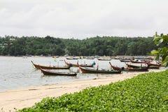 在泰国海滩,普吉岛的小船 免版税库存照片