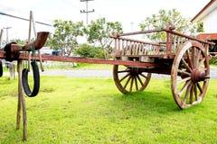 在泰国用车运送木艺术 库存图片