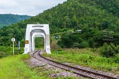 在泰国的北部的Tachompu铁路高架桥 免版税图库摄影