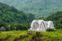 在泰国的北部的Tachompu铁路高架桥 免版税库存照片