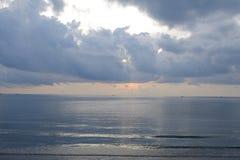 在泰国的海的太阳上升 免版税库存照片
