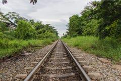 在泰国的轨道下 免版税库存图片