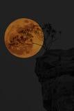 在泰国的stonehenge的超级月亮 免版税库存照片