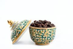 在泰国陶瓷的咖啡豆 库存照片