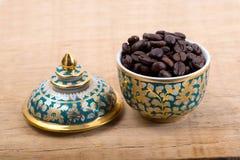在泰国陶瓷的咖啡豆 免版税库存照片