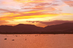 在泰国,亚洲的普吉岛海岛上的日落 免版税库存图片