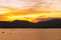 在泰国,亚洲的普吉岛海岛上的日落 库存照片