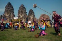 在泰国猴子党的传统泰国舞蹈 库存照片