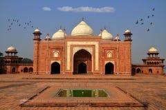 在泰姬陵旁边的陵墓,阿格拉,印度 免版税库存图片