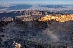 在泰德峰火山高峰火山口的含硫喷气孔 库存图片