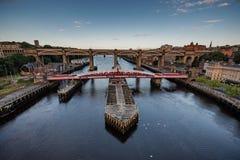 在泰恩河畔纽卡斯尔英国的平旋桥 库存图片