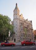 在泰晤士堤防的全国宽宏俱乐部在中央伦敦 库存照片