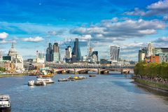 在泰晤士河的交通 库存图片