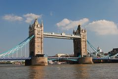 在泰晤士河的塔桥梁在伦敦 免版税图库摄影