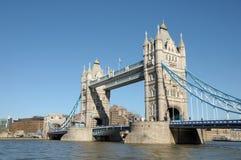 在泰晤士河的塔桥梁 库存图片
