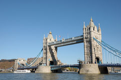 在泰晤士河的塔桥梁 图库摄影