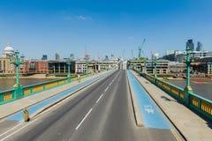 在泰晤士河的桥梁 免版税库存照片
