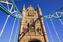 在泰晤士河的著名塔桥梁 库存照片