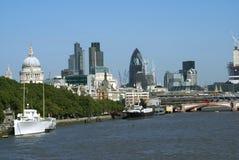 在泰晤士河的Blackfriars桥梁在伦敦,英国,欧洲 库存照片