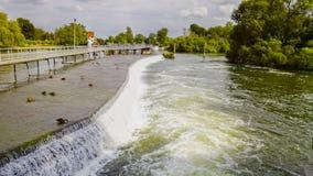 在泰晤士河的Hambledon测流堰 免版税库存照片