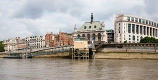 在泰晤士河,伦敦,英国的Blackfriars码头 库存图片