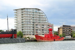 在泰晤士的船 免版税库存图片