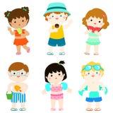 在泳装的夏天多文化逗人喜爱的孩子 免版税图库摄影
