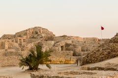 在泽夫的老巴林堡垒黄昏的 免版税图库摄影