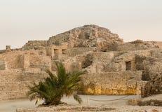 在泽夫的老巴林堡垒黄昏的 库存照片