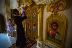 在洗礼-精神诞生的基督徒圣礼期间 免版税库存照片