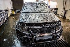 在洗车的汽车 免版税图库摄影