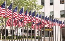 在洛克菲勒中心,纽约的美国国旗 免版税库存照片