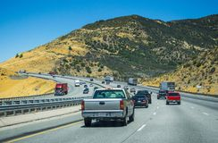 在洛杉矶附近的高速城市间的高速公路 旅游夏天旅行向美国 库存图片