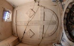 在洞烈士` s教会,卡帕多细亚天花板的石十字架  库存图片