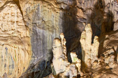 在洞的石笋 免版税库存图片