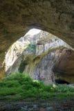 在洞witn里面在屋顶保加利亚, Devetashka加州的一个孔 免版税库存图片