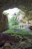 在洞witn里面在屋顶保加利亚, Devetashka加州的一个孔 库存图片